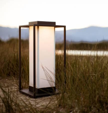 Lampes nomades: 15 modèles canons pour éclairer le jardin // Hellø Blogzine blog deco & lifestyle www.hello-hello.fr