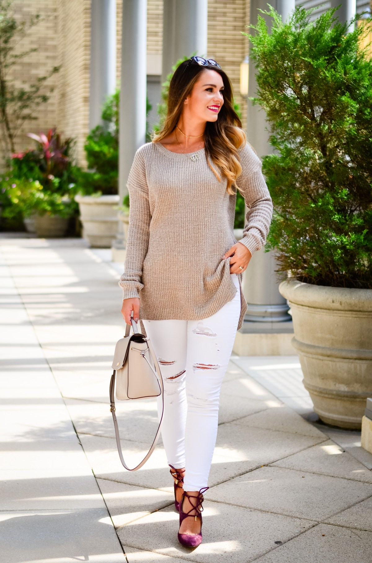 white-denim-oversized-brown-sweater-5