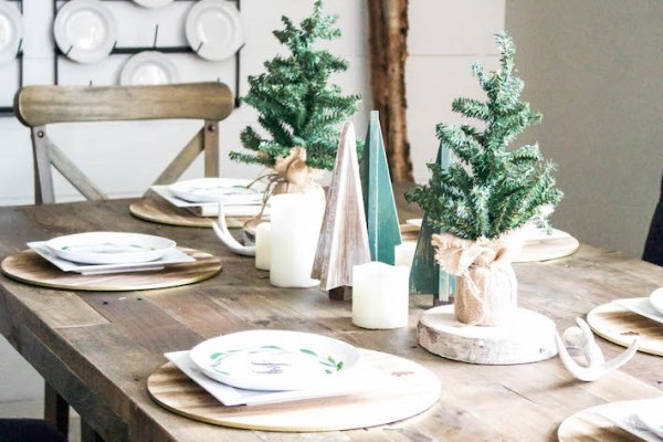 A Very Farmhouse Christmas Home Tour - Rustic Dining Tablescape | helloallisonblog.com