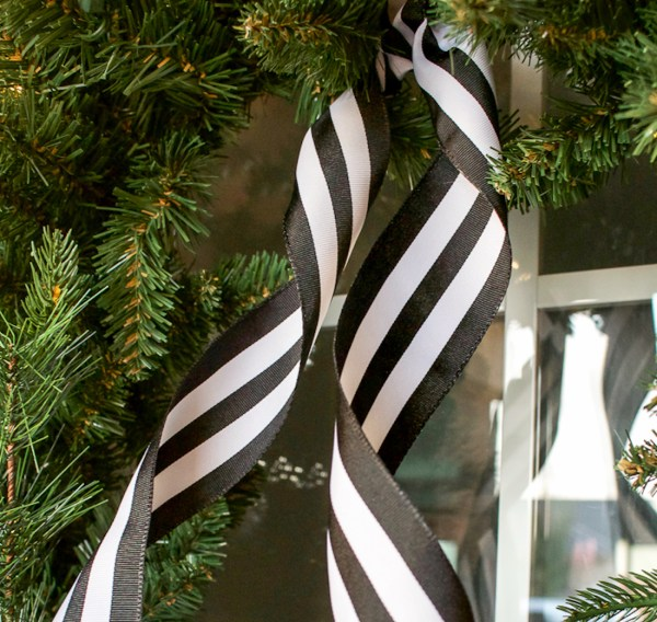 Black and White Christmas Porch | helloallisonblog.com