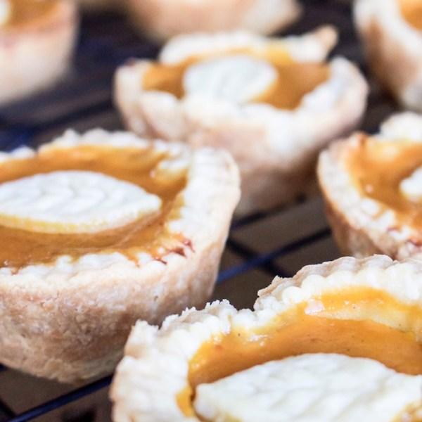 Easy Mini Pumpkin Pies | helloallisonblog.com