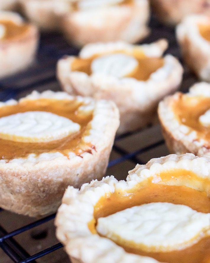 Easy Mini Pumpkin Pies | helloallisonblog.com