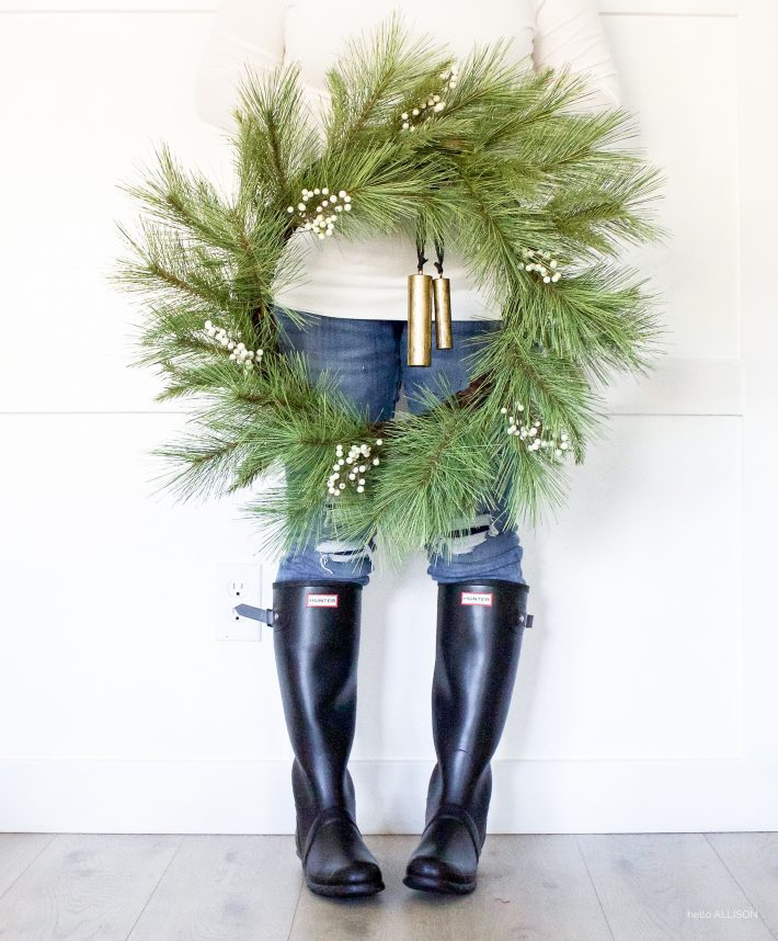 Modern Farmhouse Christmas Wreaths | helloallisonblog.com