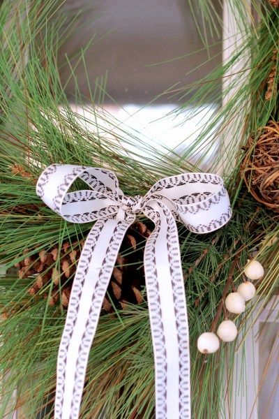 How to Hang a Wreath without putting a hole in your door