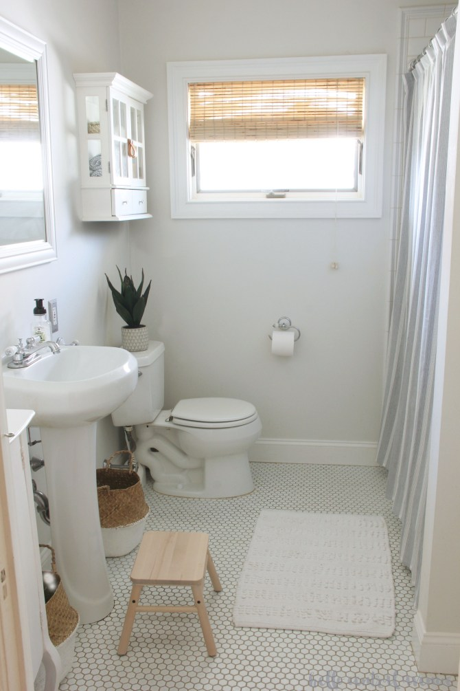 Quick and Easy bathroom refreshes and organization ideas. Spring organizing and cleaning challenge. How to get an organized home!