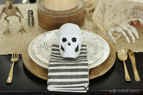I love finding easy and inexpensive ways to make my house Halloween ready.  Read on to find out how I create a spooky look on a scary budget for my Halloween home tour!
