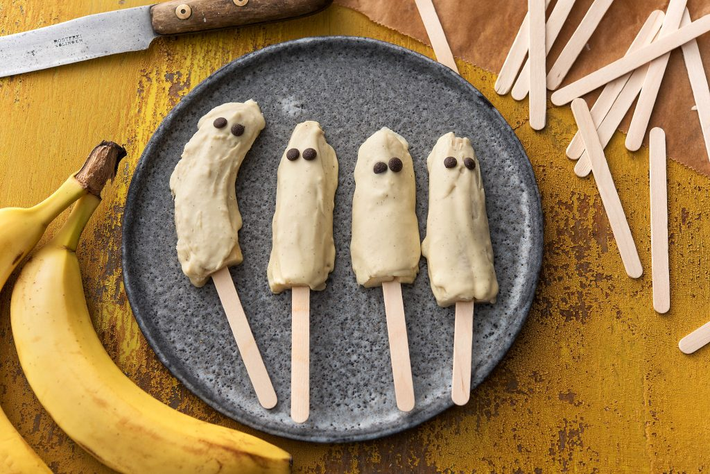 healthy Halloween treats-HelloFresh-banana-ghosts