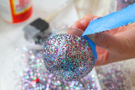 DIY Glitter Ornaments | HelloGlow.co