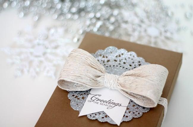 Glitter Twine Bow | 25 Ways to Tie a Bow | HelloGlow.co