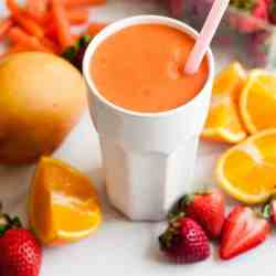 Smoothie Sunday: Glowing Coconut Carrot Smoothie