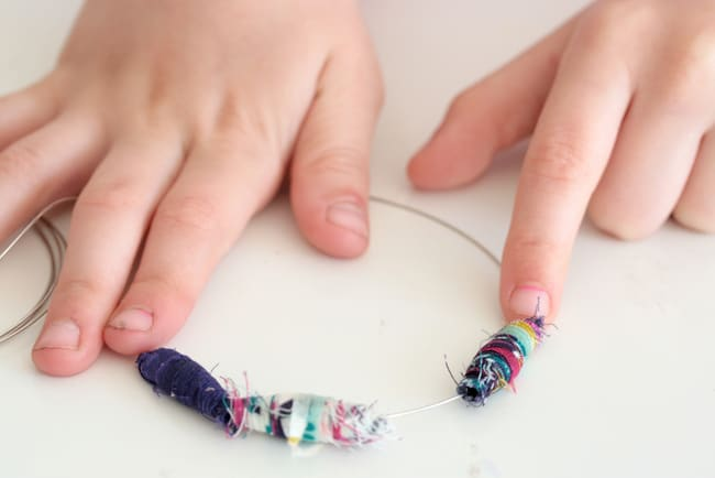 Fabric Bead Bracelet tutorial | HelloGlow.co