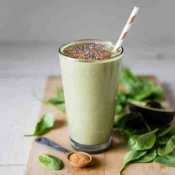 Gingerbread Cookie Green Smoothie | HelloGlow.co