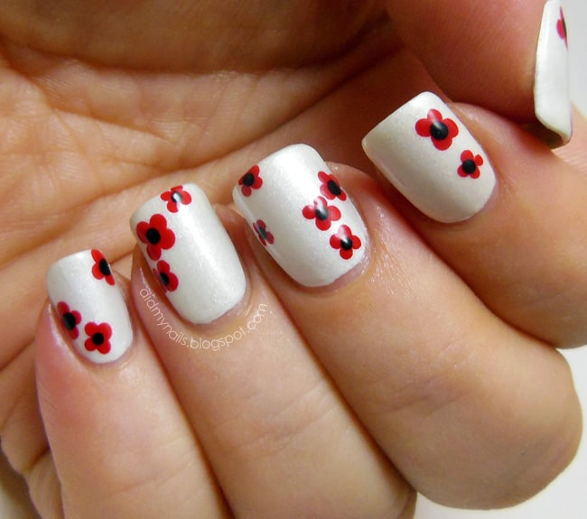 Remembrance Day poppies by Did My Nails | 13 Flower Nail Tutorials