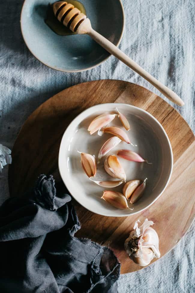 Natural sore throat remedies - garlic