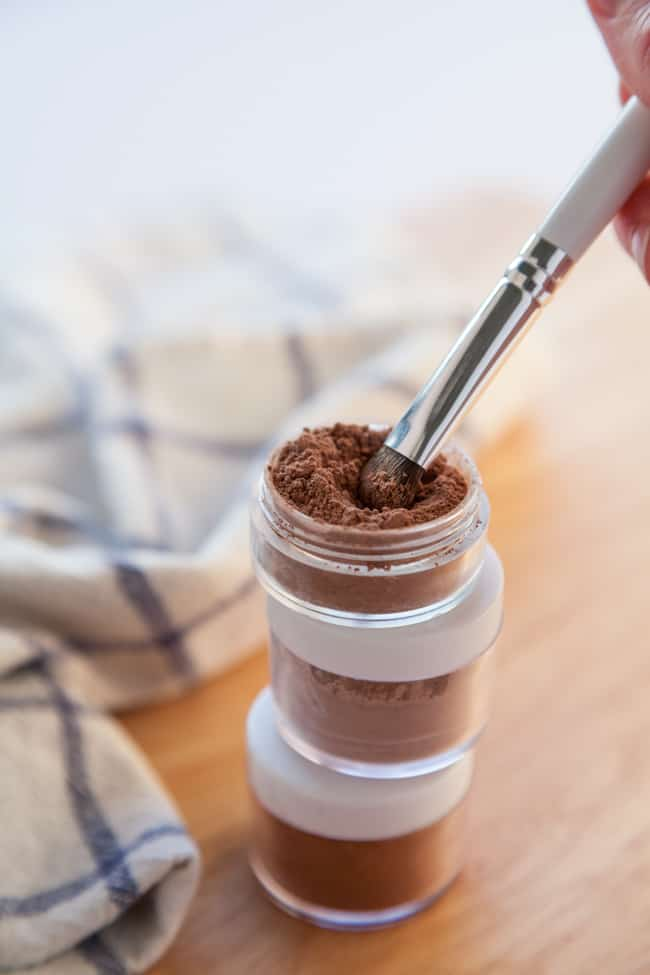 Make Your Own Natural Mineral Clay Eyeshadow