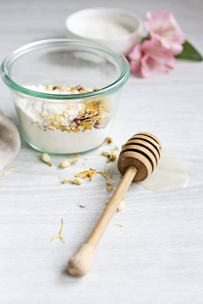 Battling Oily Skin and Acne? Try This Gentle Rice Flour Scrub