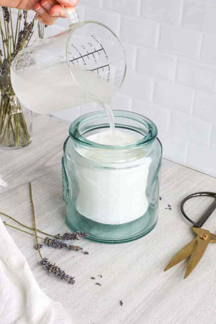 How to Make Your Own Essential Oil Towelettes