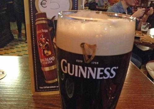 Ein Guinness darf bei einem Urlaub in Dublin natürlich nicht fehlen.