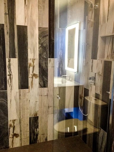 Modern Guest bathroom Robin LaMonte/Rooms Revamped Interior Design