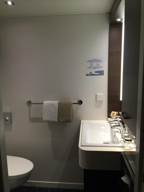 Avalon Waterways bedroom and bathroom