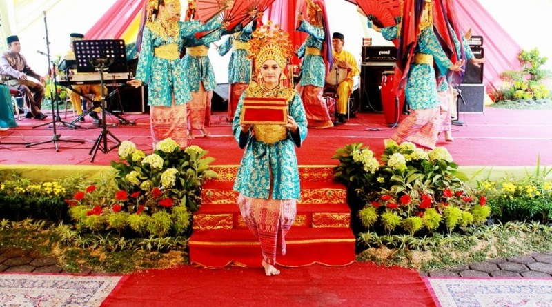 Offering (Persembahan) Dance