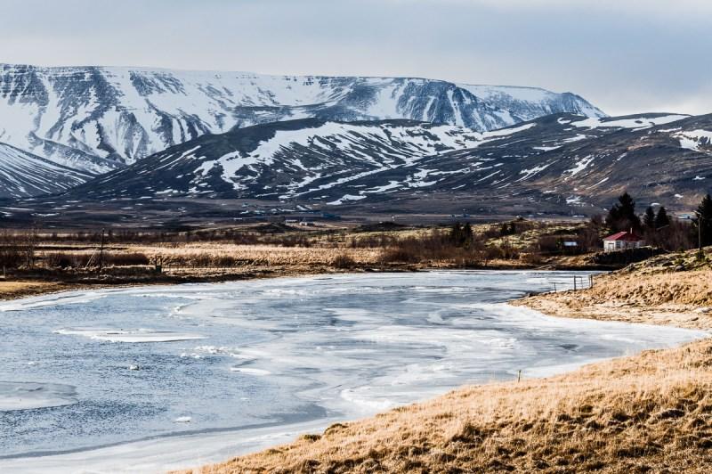 lac gelé en islande vers le Halfjordur