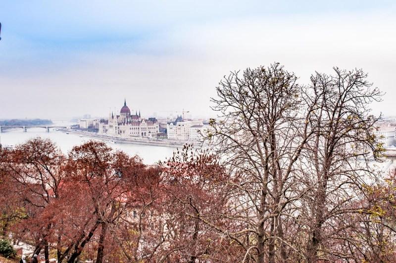 vue sur le parlement de Budapest