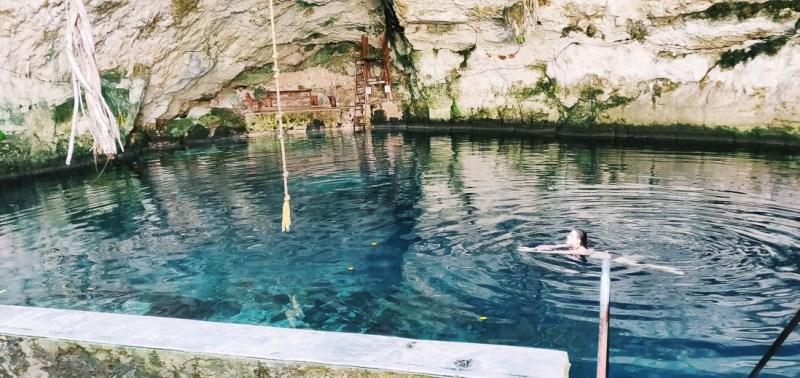 se baigner dans un cénote à homuncule