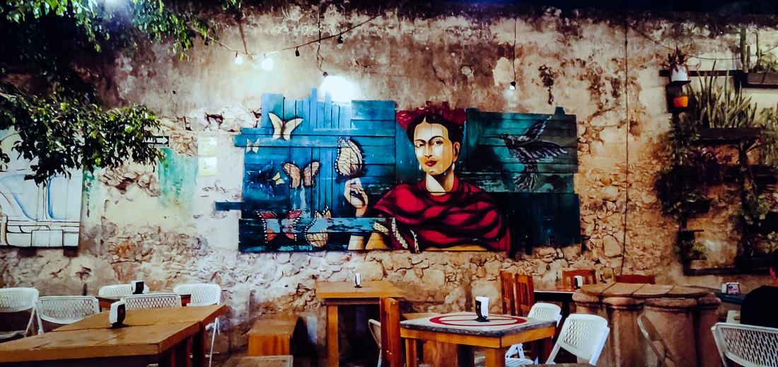 peinture Frida dans le bar piripipau