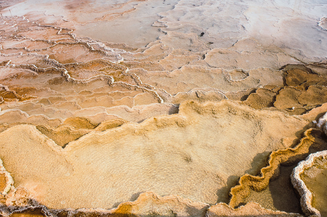 roche orange de mammoth hotsprings