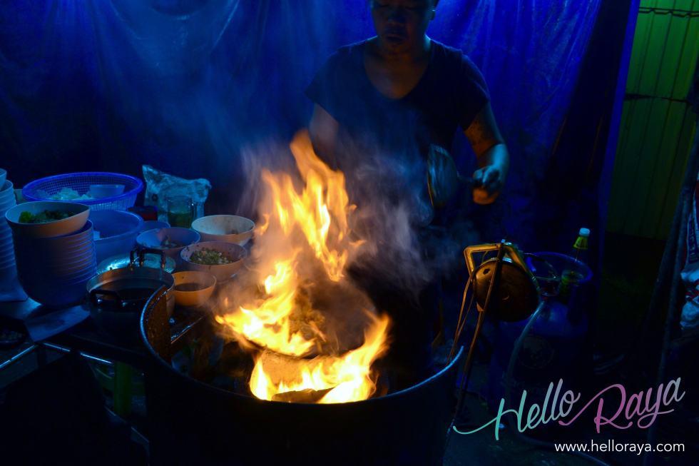 Cooking Guay Tiew Kua Gai | Where to eat in Bangkok, Thailand - Midnight Food Tour | Hello Raya Blog