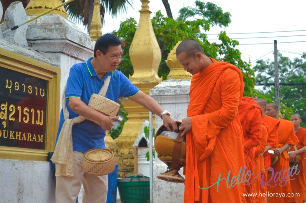 Alms Giving Ceremony | 13 Things to do in Luang Prabang | Hello Raya Blog