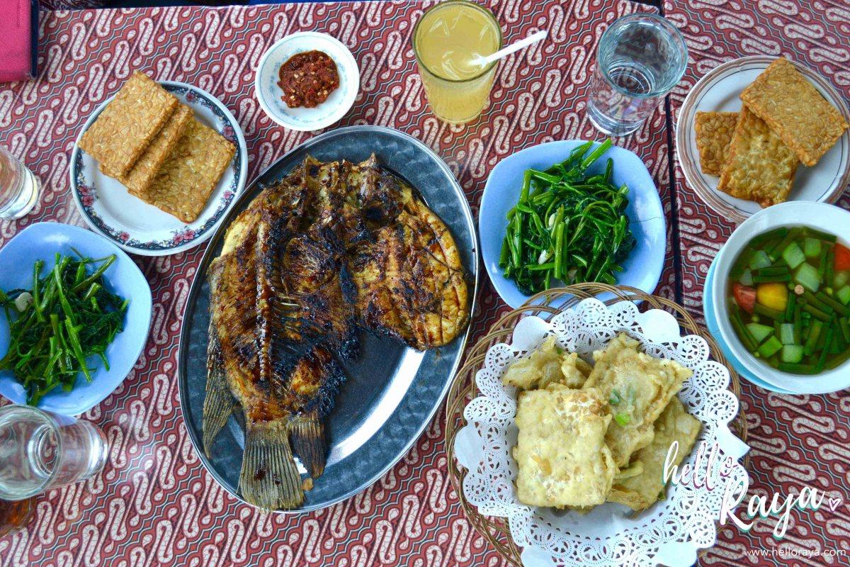 Eating in Yogyakarta (Indonesia)