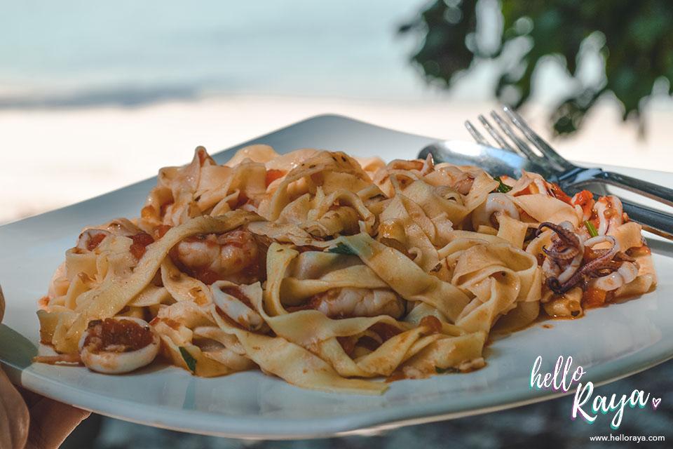 Bixio Cafe Long Beach in Pulau Weh | Hello Raya Blog