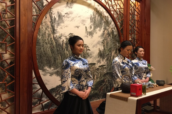 Tea Politics: Premier Li Treats Merkel Cup of Anhui Local Tea