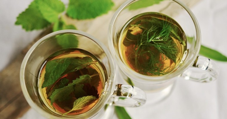 Four Essential Oils That Are Great for Tea