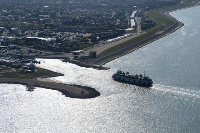 Luchtfoto boot Texel Den Helder