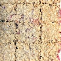 Owsiane ciasto rabarbarowo-truskawkowe