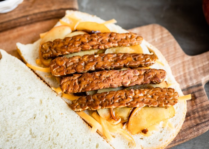Maple Apple, Caramelized Onion & Tempeh Bacon Panini | HelloVeggie.co