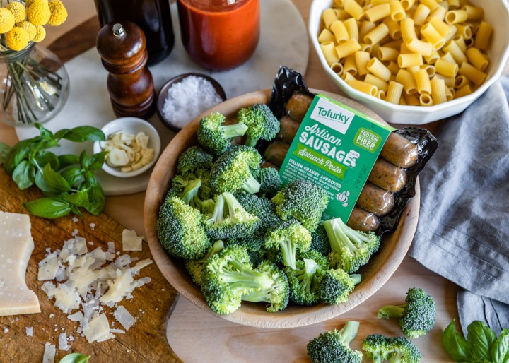 Sheet Pan Garlic Broccoli and Italian Sausage with Pasta