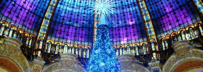 Weihnachtsdekoration der Galeries Lafayette in Paris