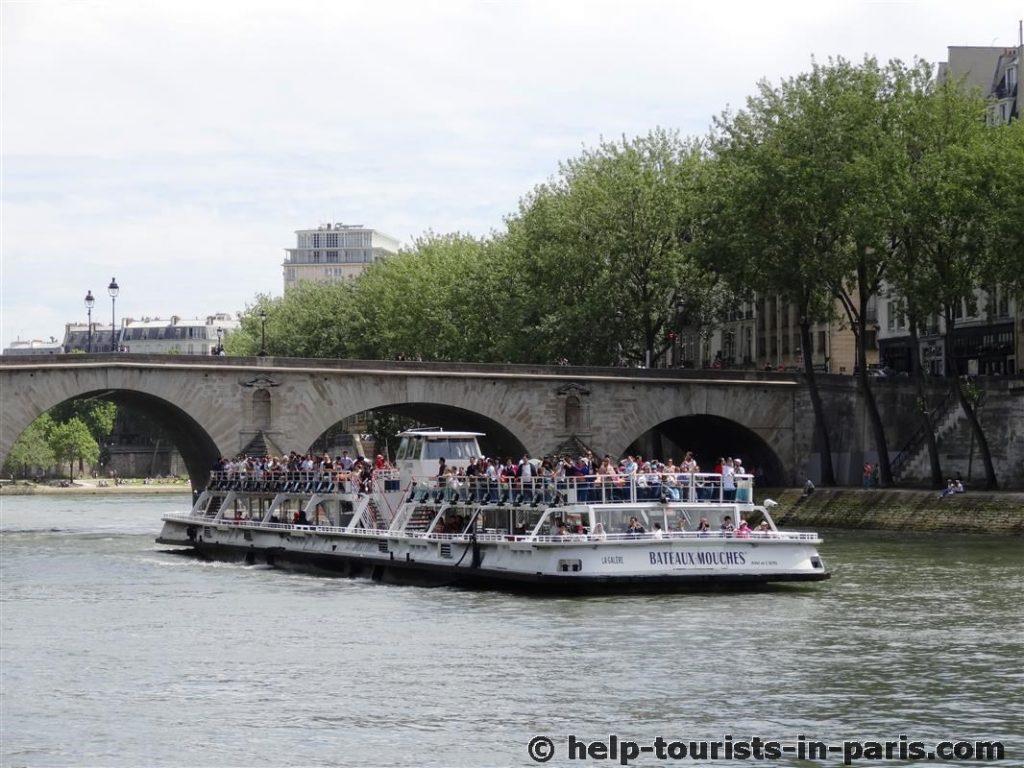 Bootsfahrt mit den Bateaux mouches