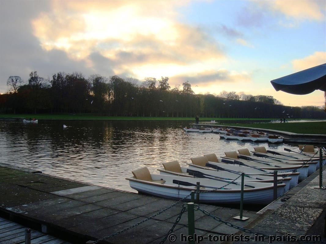 Bootsfahrt auf dem Kanal in Versailles