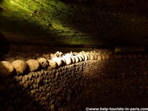 Besuch in den Katakomben von Paris