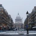 Eine Winterreise nach Paris, um die Weihnachtseinkäufe zu erledigen.