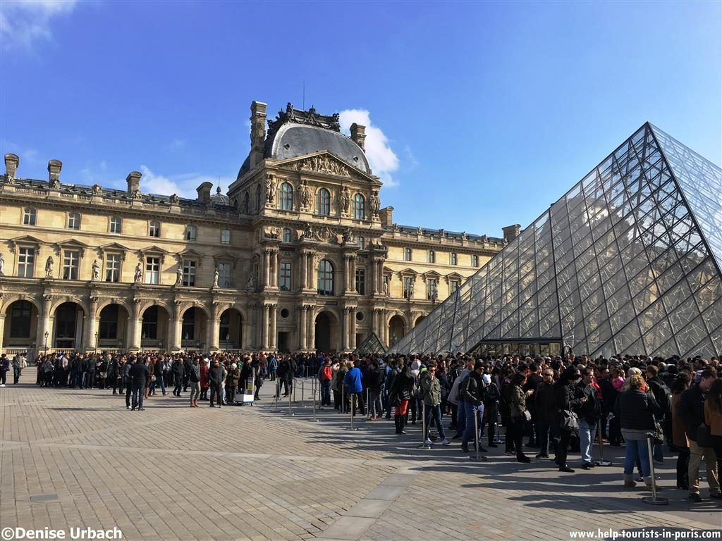 Wartezeiten am Louvre Paris