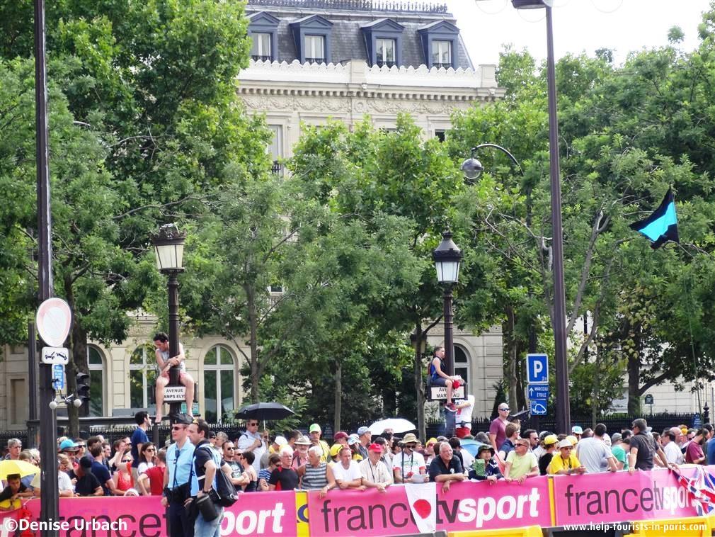 Zuschauer auf der Champs-Elysées Paris Tour de France