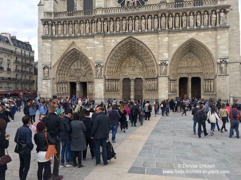 Warteschlange Notre-Dame