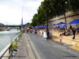 Blaue Sonnenschirme Paris Plages