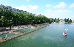 Baden im Bassin de la Villette in Paris